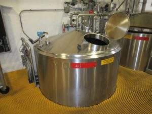 CS113 – Condiment holding tank 4